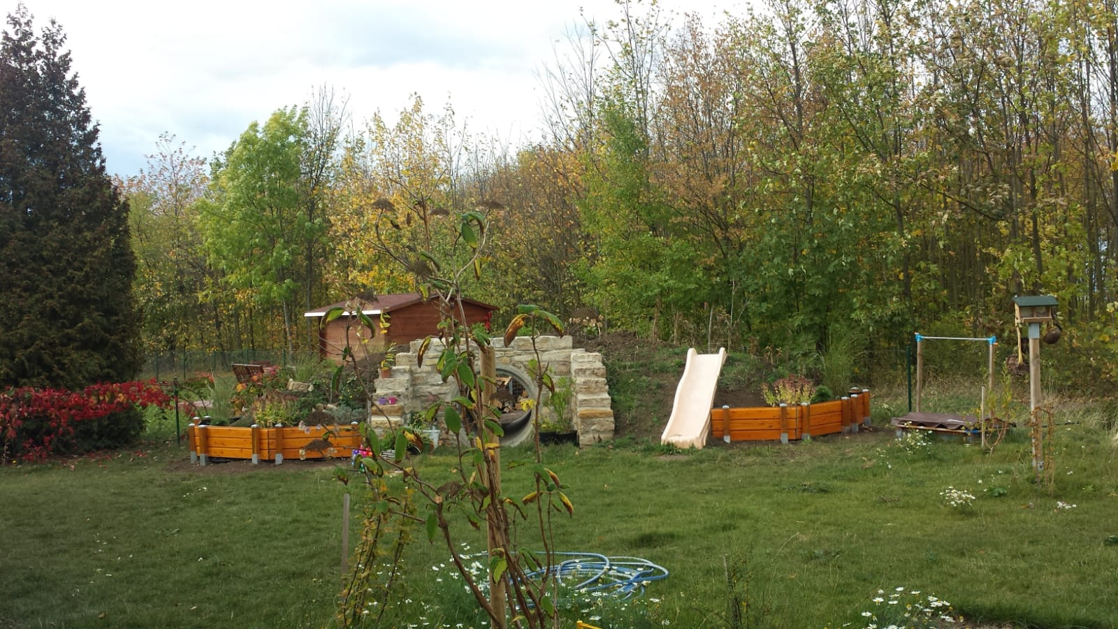 Spielhügel Herbst